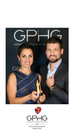 After having reimagined the way to tell time, an endeavor rewarded with the Mechanical Exception Prize at the Grand Prix d'Horlogerie de Genève (GPHG) in 2019 and, in 2020, presenting the GNS1.2 TD carved from a block of Damascene titanium, itself a prowess in metalsmithing, the brand continues to explore the infinite possibilities of its original approach to orbital mechanics for illustrating time. In 2021, the complex and fluid movement that is the hallmark of GENUS watches breathes life into the most powerful and evocative of all mythical beings – the dragon. GENUS DRAGON makes a creature of legend come alive, fusing precious sculpture and mechanical architecture with engineering, watchmaking, goldsmithing and engraving artisanship of the highest order. The head of the dragon, too, plays a role in this most kinetic and intriguing expression of timekeeping revisited.