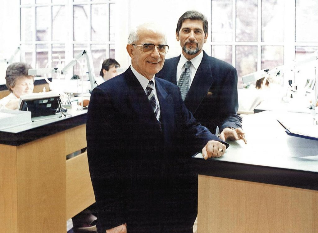 Günter Blümlein and Walter Lange 1994 in the department of watch assembly