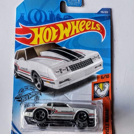 Hot Wheels 2020 Muscle Mania 1986 Monte Carlo SS (White) GHG07
