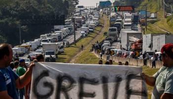 Resultado de imagem para caminhoneiros greve
