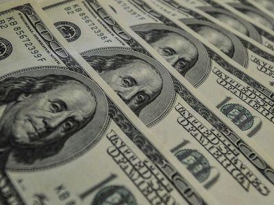 Dólar encerra em queda com novas tensões comerciais