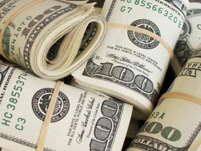 Dólar opera em queda atento à possível recessão dos EUA, Guerra comercial e Banco Central