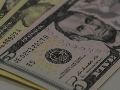 Dólar encerra em queda de 0,1% após anúncio da liberação do FGTS