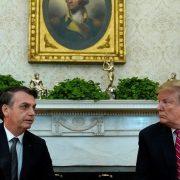 Trump oferece ajuda a Bolsonaro para combater queimadas na Amazônia