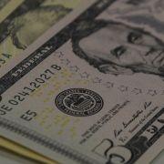 Dólar sobe e chega a R$ 4,04 em dia de turbulência internacional