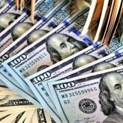 Dólar encerra em queda após Fed cortar taxa de juros