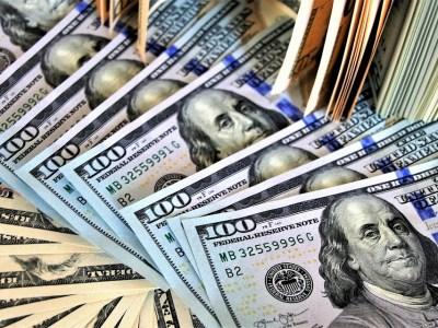 Dólar opera em alta devido ao preço do petróleo e reunião do FED