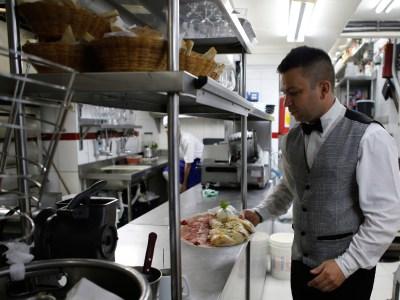 Setor de serviços tem alta de 0,8% em julho, diz IBGE