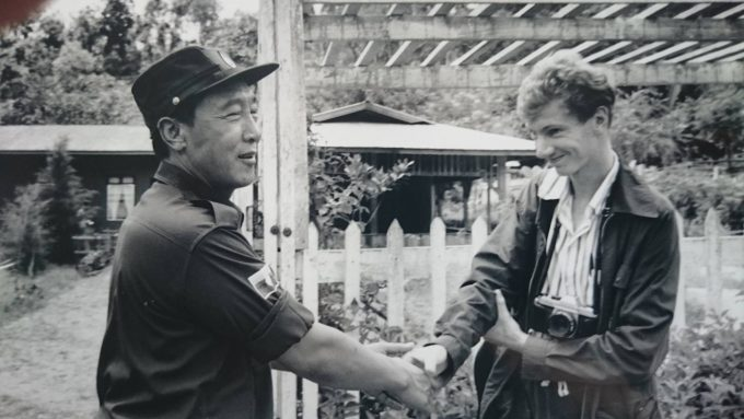 Arnaud Dubus avec Khun Sa, en 1990