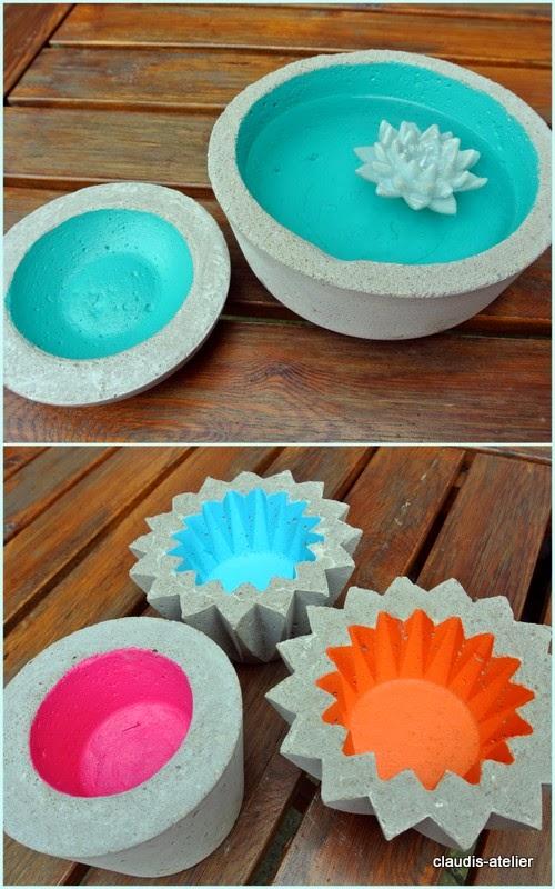 Pots peints avec des couleur vive à l'intérieur après séchage