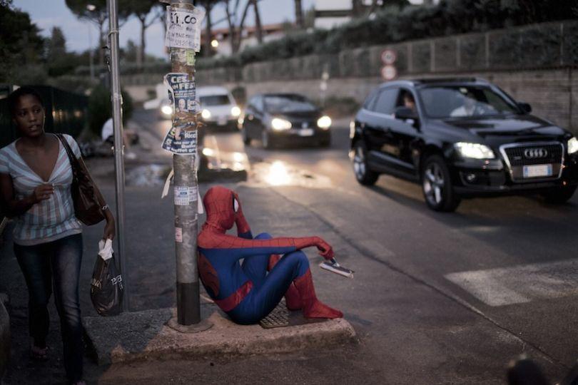 Spiderman, 36 ans, nettoie les pare-brises