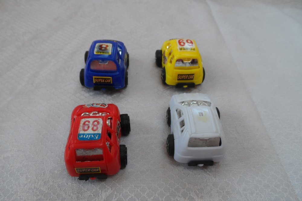 lot de 4 petites voitures miniature