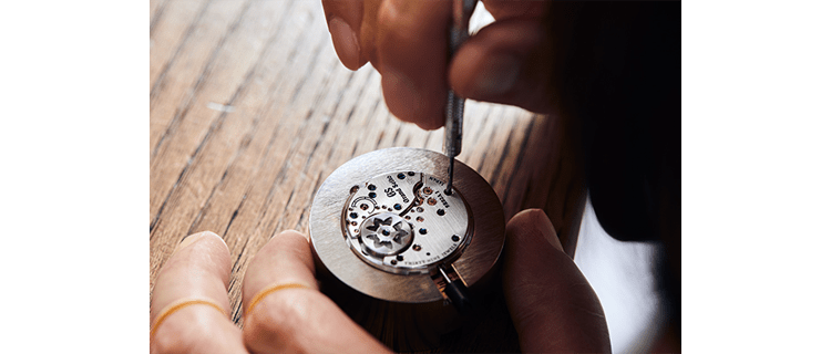 Seiko Caliber 9R02 is assembled at the Micro Artist Studio by hand.