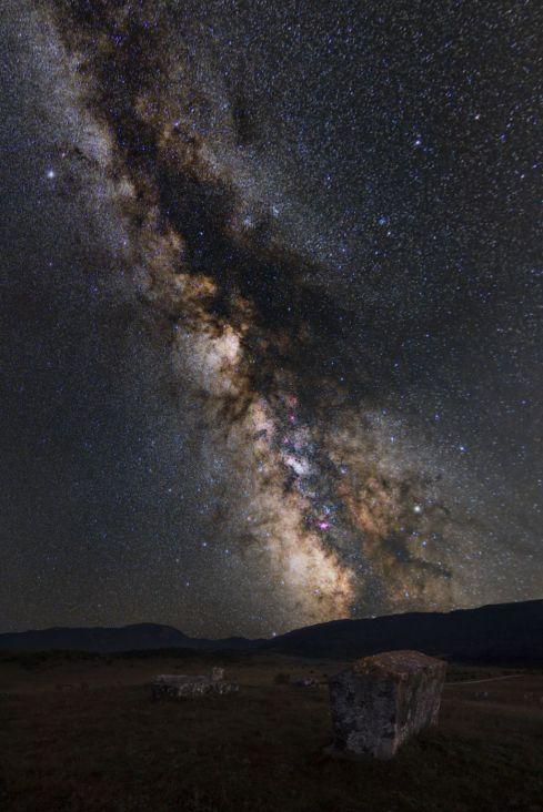 Mliječni put iznad stećaka (Prečansko polje) - undefined