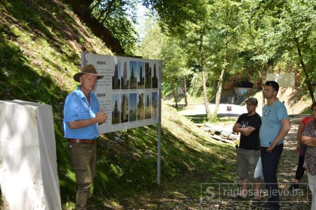 Dr. Semir Osmanagić na lokalitetu piramida u Visokom - undefined