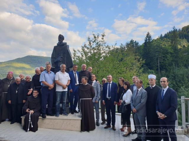 U Fojnici jučer je svečano otkriven spomenik fra Anđelu Zvizdoviću - undefined