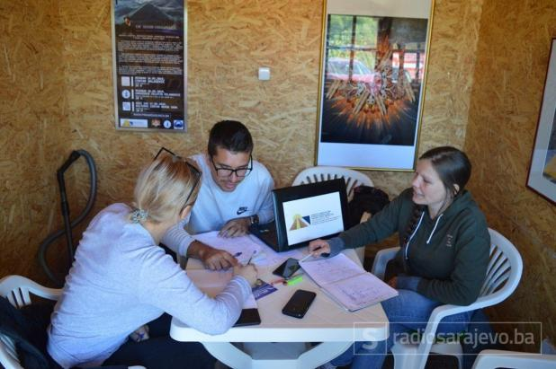 Stručni tim Fondacije, arheolog Amna Agić i koordinatori Ajdin Ahmetspahić i Marie Sophie Gristi - undefined