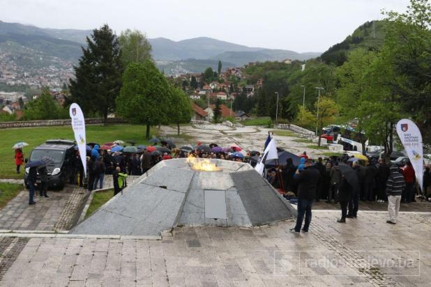 Foto: Dženan Kriještorac / Radiosarajevo.ba/Nakon 27 godina, nad Sarajevom ponovo gori vječna vatra