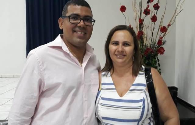Piauiense pede namorada em casamento durante show do cantor Batista Lima em Picos 3