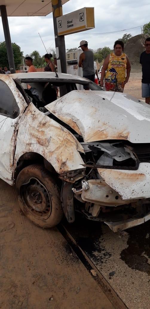 Homem perde controle de Renault e morre ao tentar ultrapassar Hillux na BR-343 4
