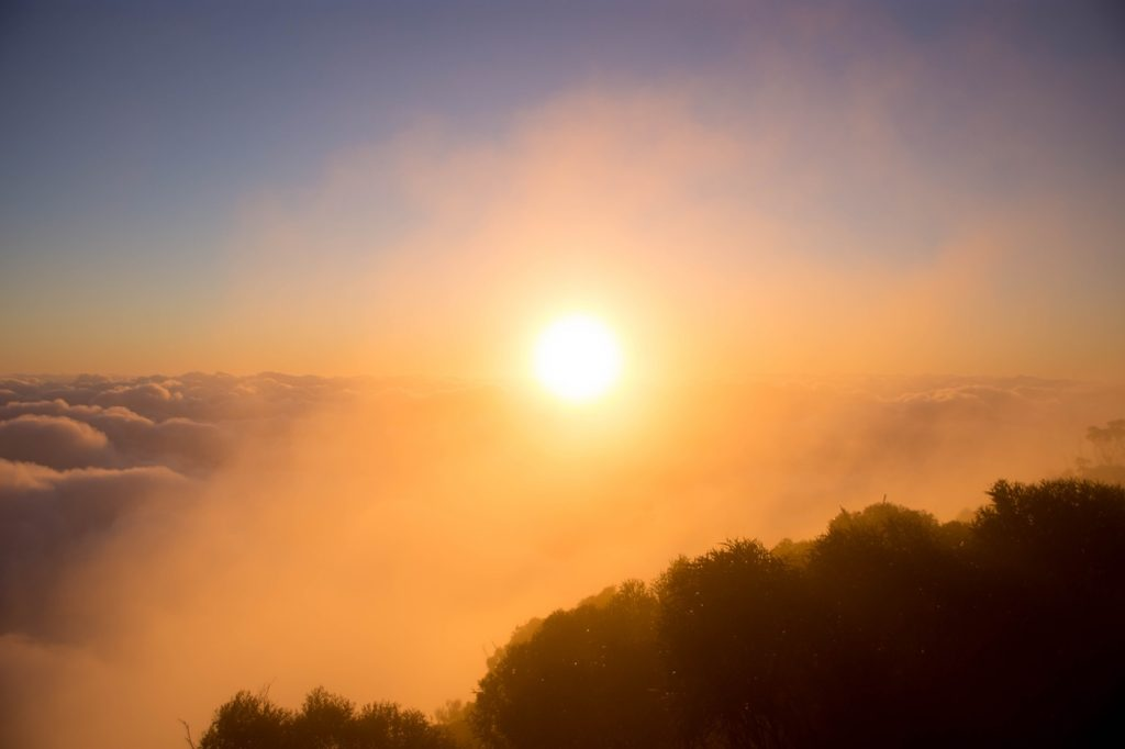 The 5 Best Sunrise Spots Near Brisbane, Lisa Owen, _MtBarney, sun, haze, cloud, mountain