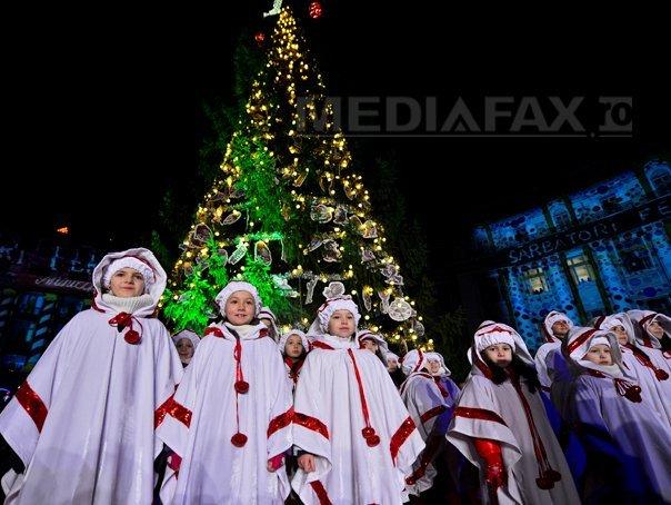 Imaginea articolului CRĂCIUNUL - celebrare a naşterii lui Iisus şi sărbătoare a familiei, cu brad împodobit şi daruri