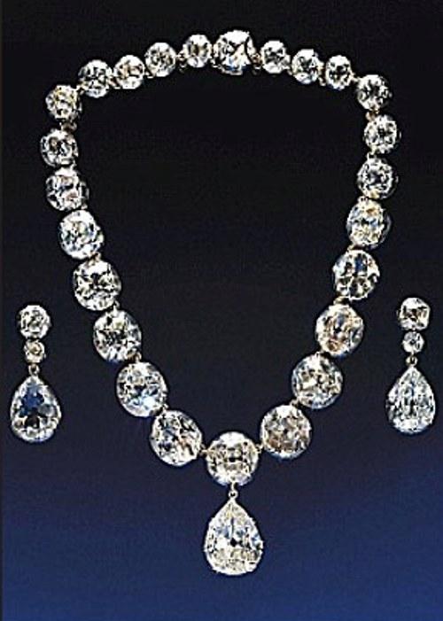 Imagini pentru poze cu bijuterii celebre