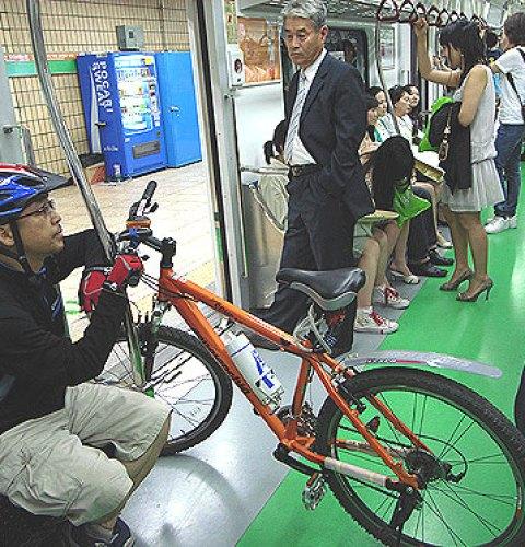 Ultimul vagon al metroului bucurestean ar putea gazdui biciclete si biciclisti, in week-end