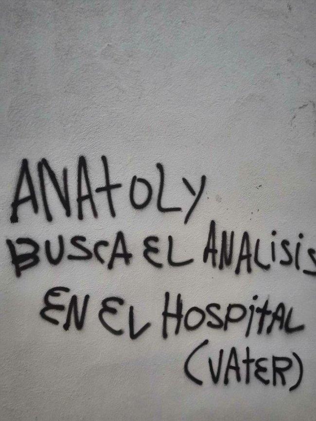 Ветерани біля вілли Шарія в Іспанії попередили сусідів, що господар підозрюється в педофілії, а в будинку проводять підпільний збір аналізів і фекалій 02