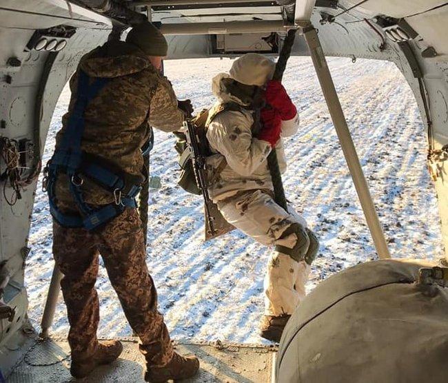 Воины 81-ой ОАБр отработали беспарашютное десантирование с вертолета 03