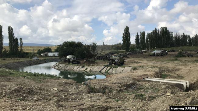 Російські військові перекрили греблею річку Біюк-Карасу в окупованому Криму, щоб постачати воду до Сімферополя, - ЗМІ 01