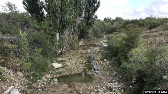 Російські військові перекрили греблею річку Біюк-Карасу в окупованому Криму, щоб постачати воду до Сімферополя, - ЗМІ 04