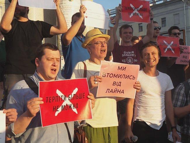 Ми втомились від лайна, - на Майдане прошла акция против регистрации Клюева и Шария кандидатами в нардепы 02