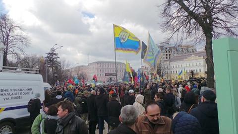 Добровольці зібралися в Києві на Марш патріотів: Ані кроку назад! Припинити політику капітуляції! 04