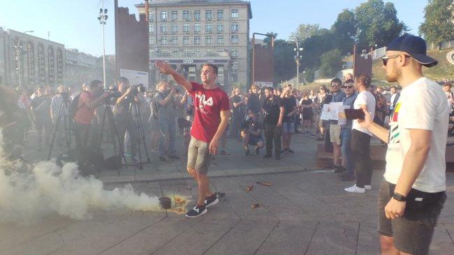 Ми втомились від лайна, - на Майдане прошла акция против регистрации Клюева и Шария кандидатами в нардепы 06