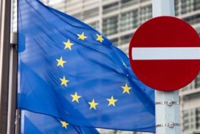 Евросоюз ввел санкции против причастных к строительству моста в оккупированный Крым компаний