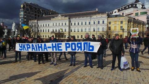 Добровольці зібралися в Києві на Марш патріотів: Ані кроку назад! Припинити політику капітуляції! 11