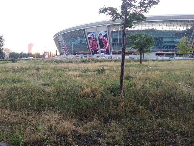 Стан Абхазія: в мережі показали запущену територію біля Донбас Арени 06