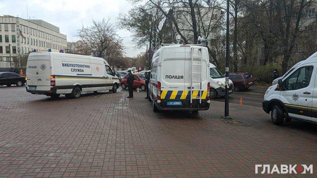 ОПЗЖ зібрала проплачений мітинг проти зовнішнього управління під посольством США в Києві 02