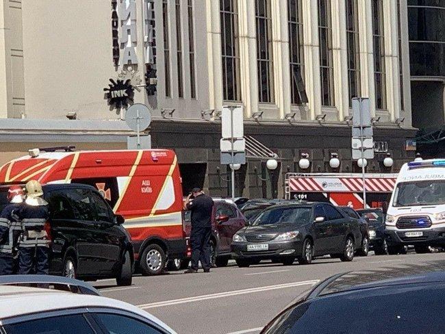 35-річний терорист під загрозою вибуху захопив банк у Києві, в будівлі є заручник, - Геращенко 01