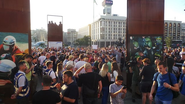 Ми втомились від лайна, - на Майдане прошла акция против регистрации Клюева и Шария кандидатами в нардепы 08