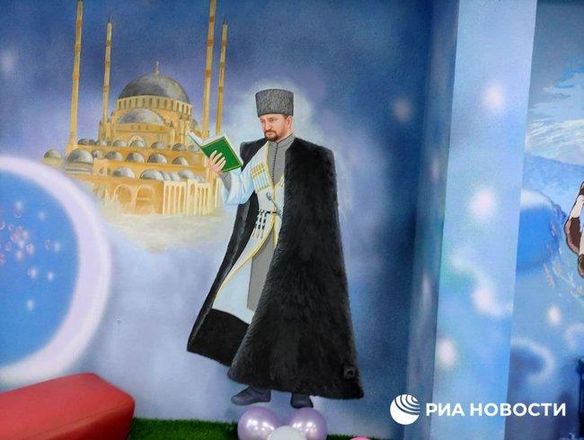 За велінням Кадирова персонажів Marvel замінили портретами чеченських героїв, які вбивали росіян 04
