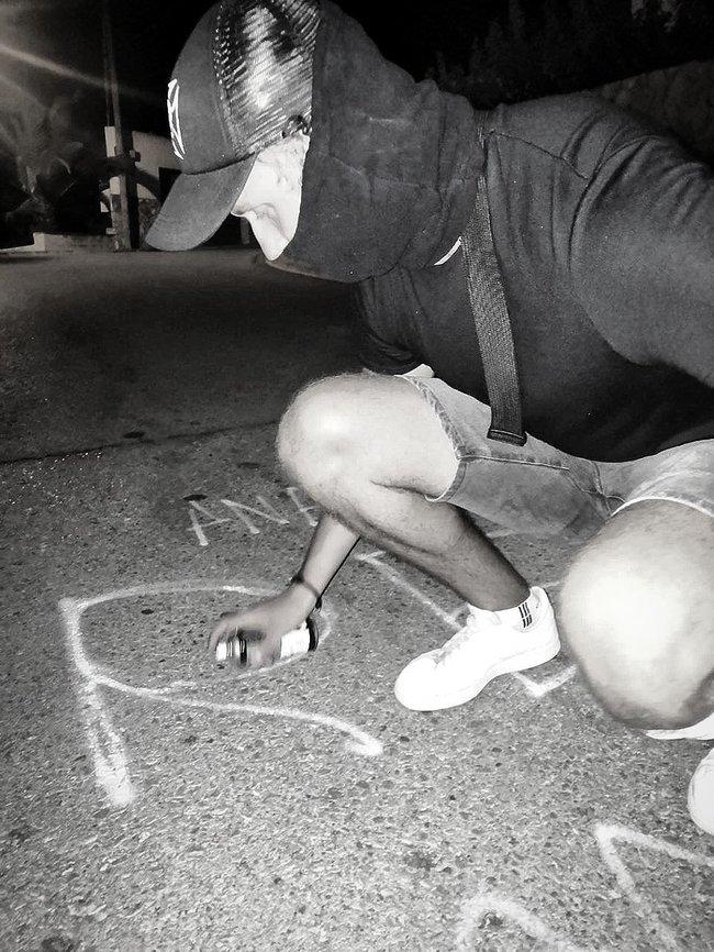 Ветерани біля вілли Шарія в Іспанії попередили сусідів, що господар підозрюється в педофілії, а в будинку проводять підпільний збір аналізів і фекалій 04