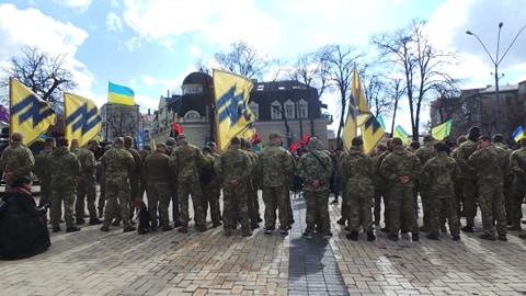Добровольці зібралися в Києві на Марш патріотів: Ані кроку назад! Припинити політику капітуляції! 06