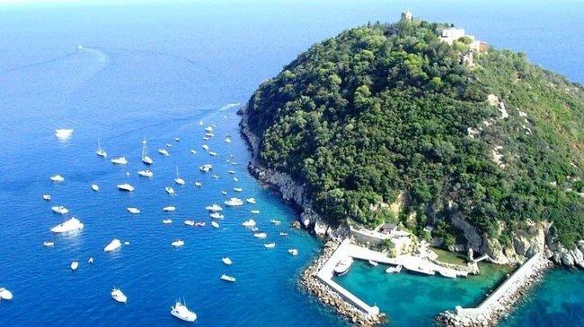 Син глави Мотор Січ Богуслаєва купив острів із замком в Італії за $10 млн, - журналіст Бігус 01