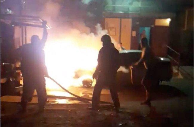 Вночі під Києвом спалили автомобіль програми Схеми: Прослушка, підпал авто, що далі? 04