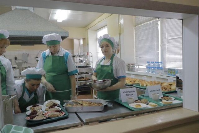 У Дніпрі батьки можуть контролювати харчування дітей у садках і школах 01