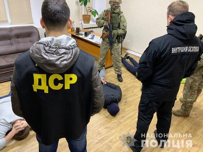 Банда, совершившая более 20 тяжких преступлений, задержана в Запорожской области, - Нацполиция 01