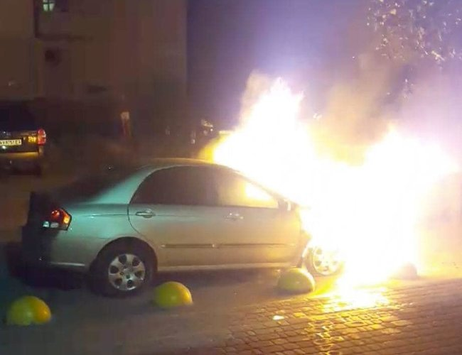 Вночі під Києвом спалили автомобіль програми Схеми: Прослушка, підпал авто, що далі? 01