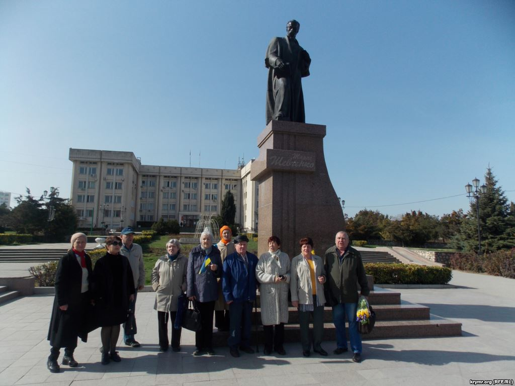 Картинки по запросу Цветі памятнику Шевченко в Севастополе
